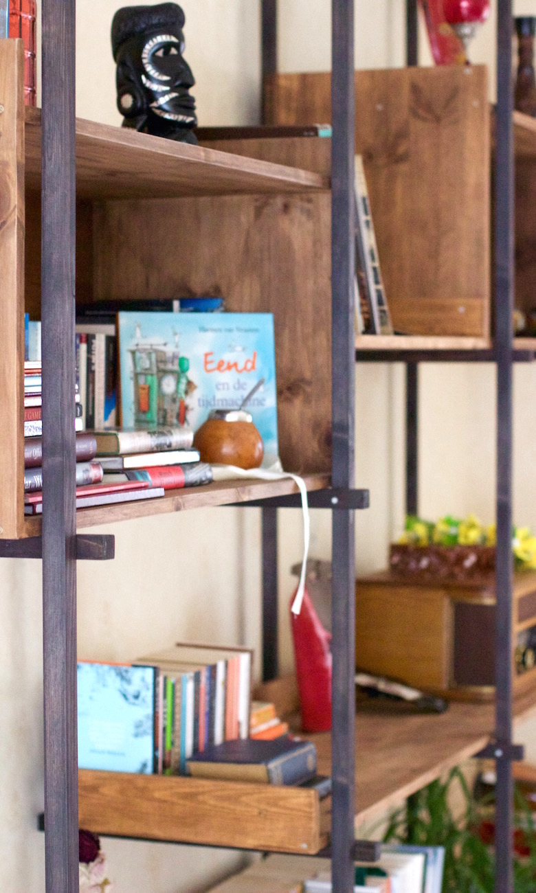 lotte-bookshelf